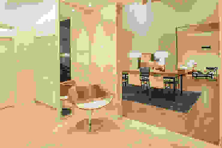 Lopez-Fotodesign Pasillos, vestíbulos y escaleras de estilo moderno