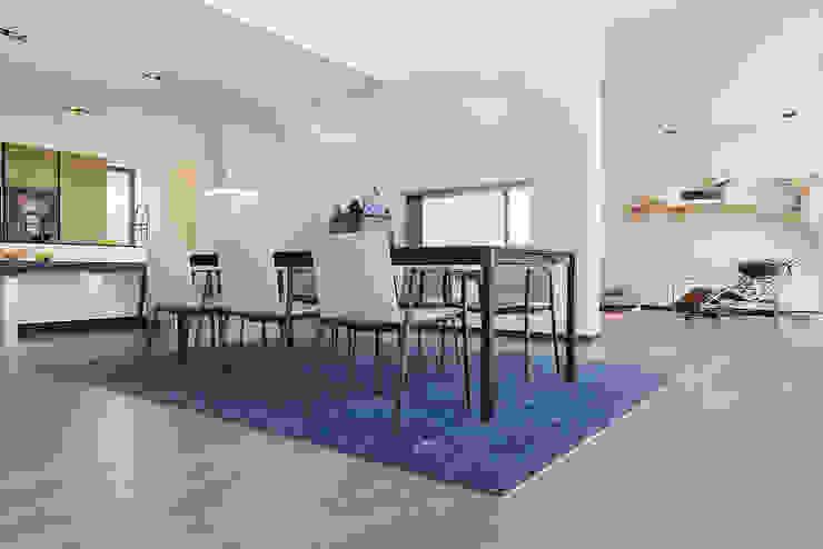 Modern dining room by Lopez-Fotodesign Modern