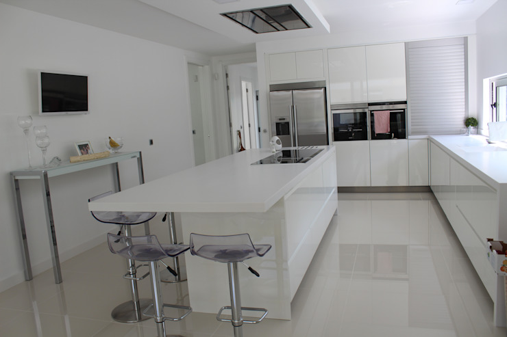 Kitchen by Miguel Ferreira Arquitectos,