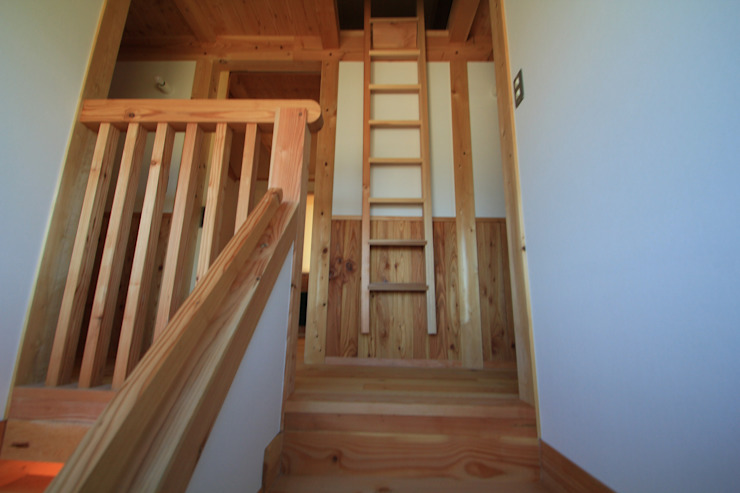 Nanhouse モダンスタイルの 玄関&廊下&階段 の (有)ガンバ建築設計 モダン