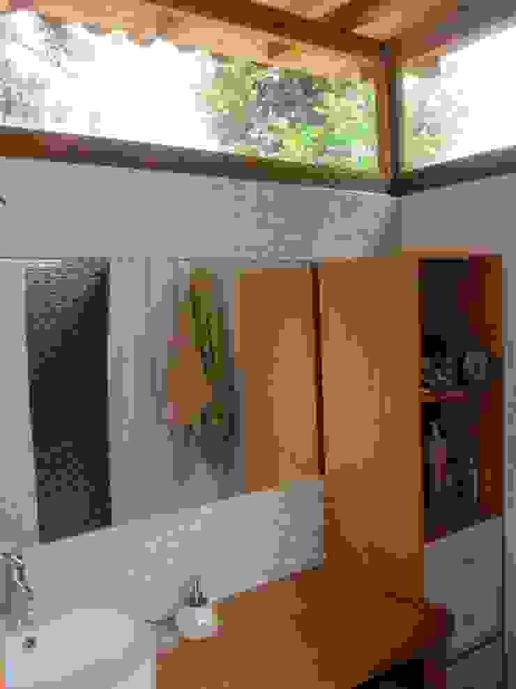 Rustic style bathroom by MORO TALLER DE ARQUITECTURA Rustic