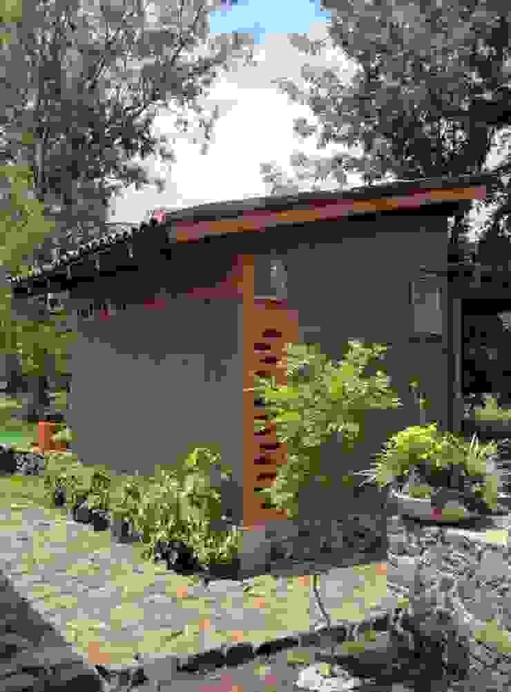 REFUGIO DE LAS MARIPOSAS Casas rústicas de MORO TALLER DE ARQUITECTURA Rústico