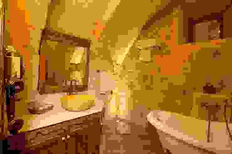 Salle de bain rustique par Kayakapi Premium Caves - Cappadocia Rustique