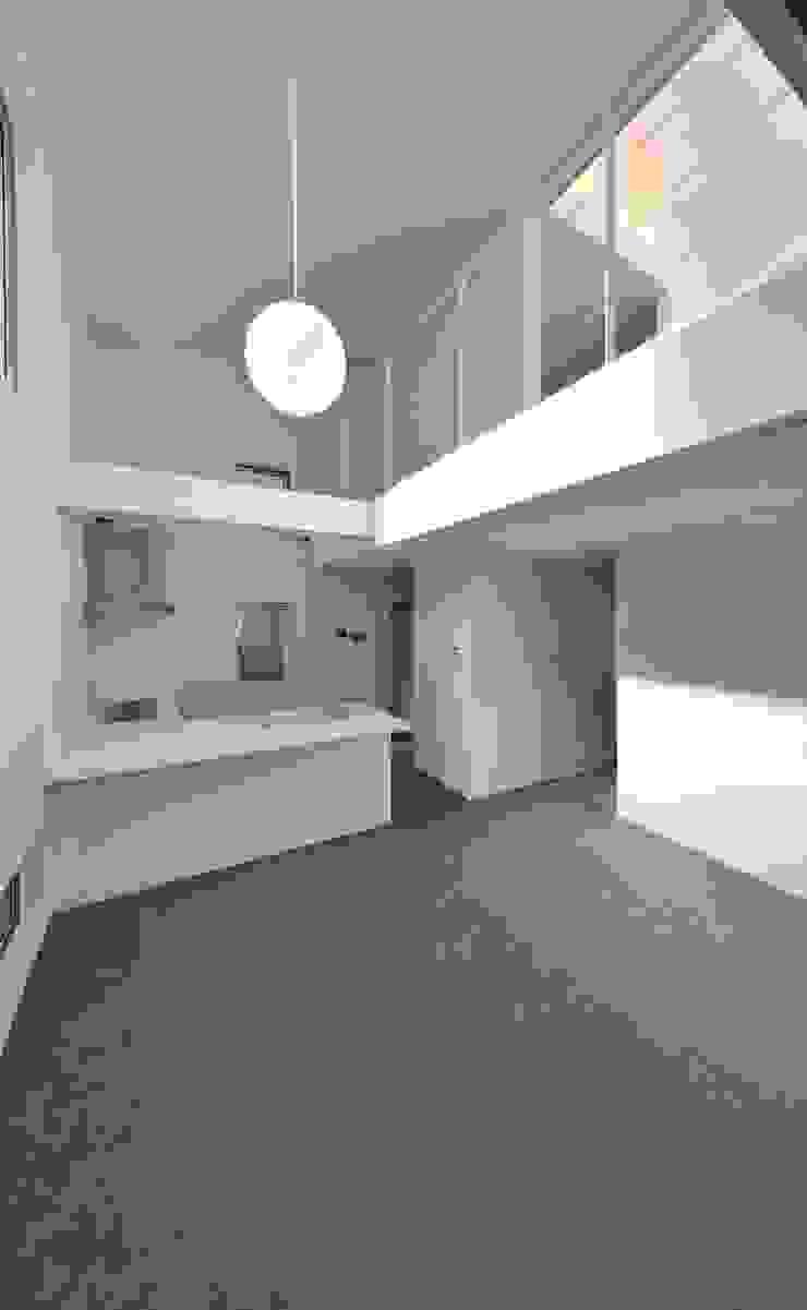 鳴滝の住居 モダンな キッチン の carve.建築設計 モダン