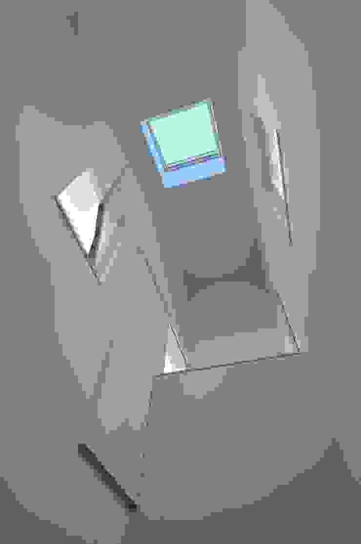 鳴滝の住居 オリジナルスタイルの 玄関&廊下&階段 の carve.建築設計 オリジナル