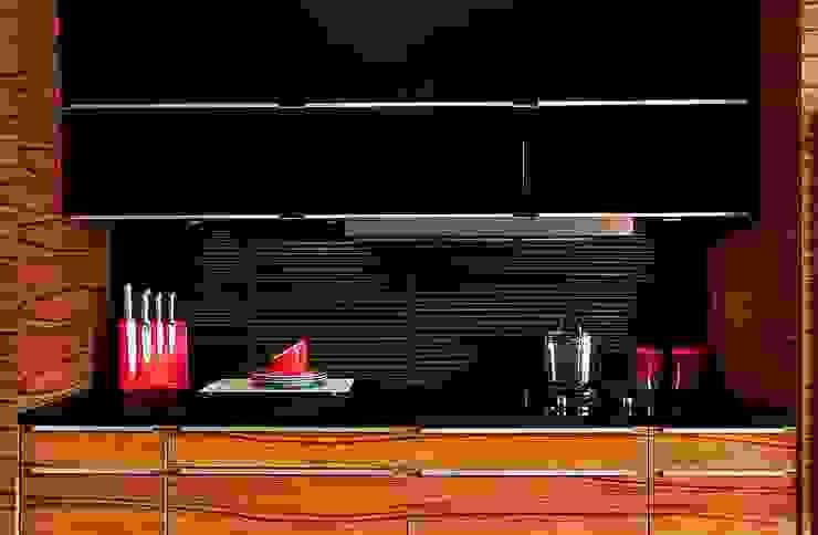Silver Strip 3D Mazu Nowoczesna kuchnia od Deeco Nowoczesny Szkło