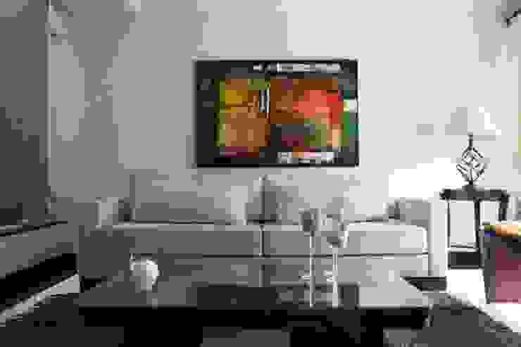 Interiores Salas de estar clássicas por ERIKA ROSSI ARQUITETURA E INTERIORES Clássico