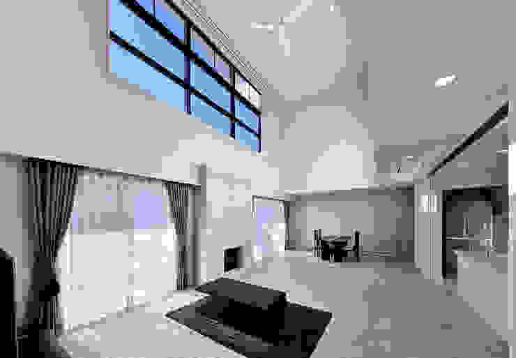 Puertas y ventanas modernas de 株式会社 北川原環境建築設計事務所 Moderno