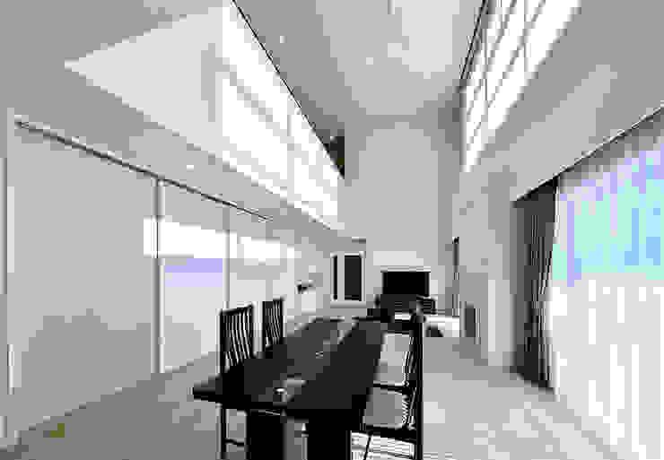Modern Walls and Floors by 株式会社 北川原環境建築設計事務所 Modern