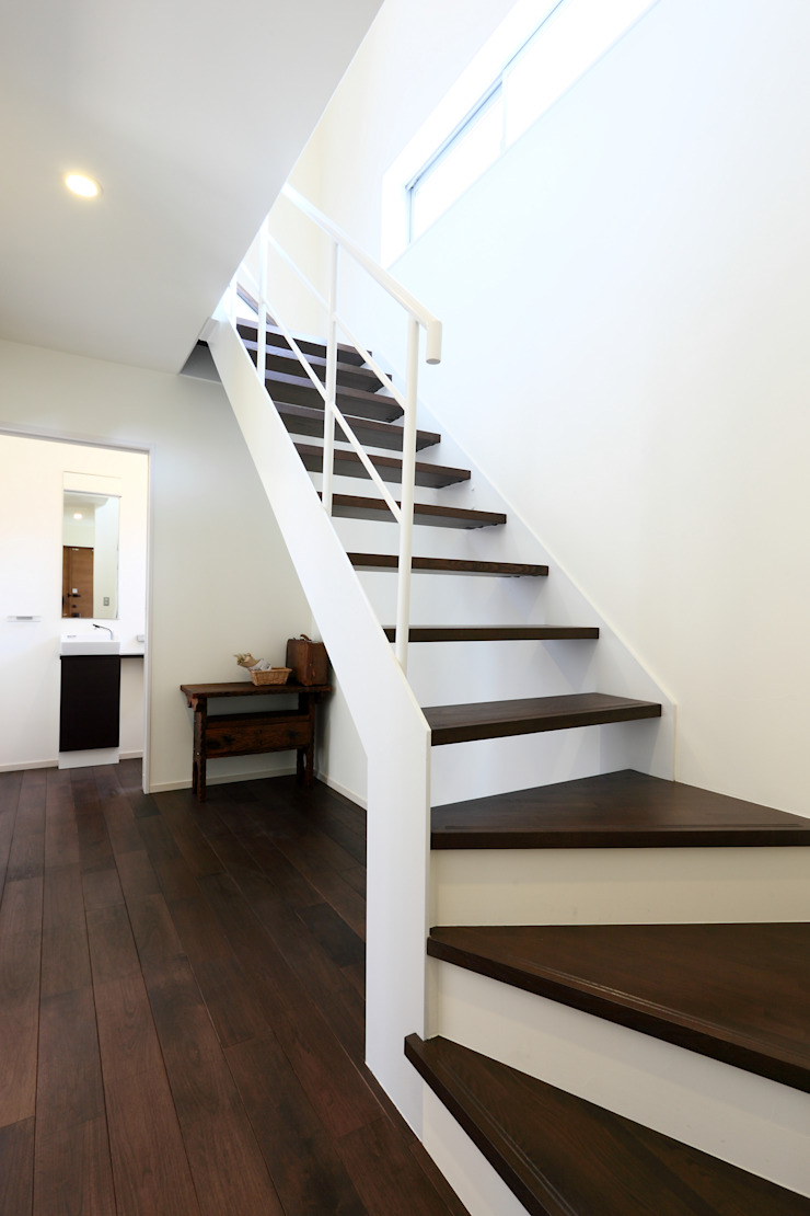施行事例 モダンスタイルの 玄関&廊下&階段 の mukai モダン