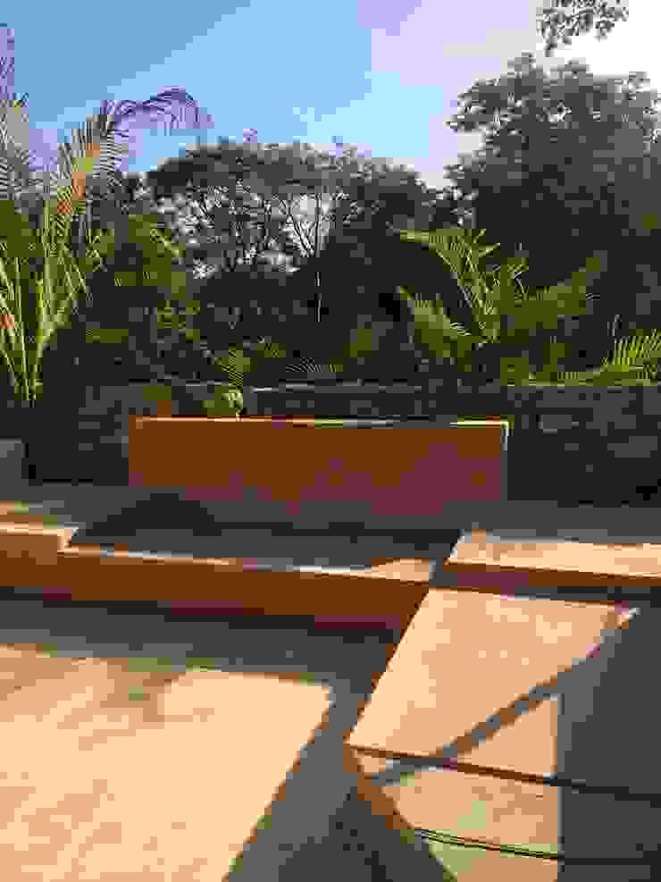 Гостиная в тропическом стиле от Degetau Arquitectura y Diseño Тропический