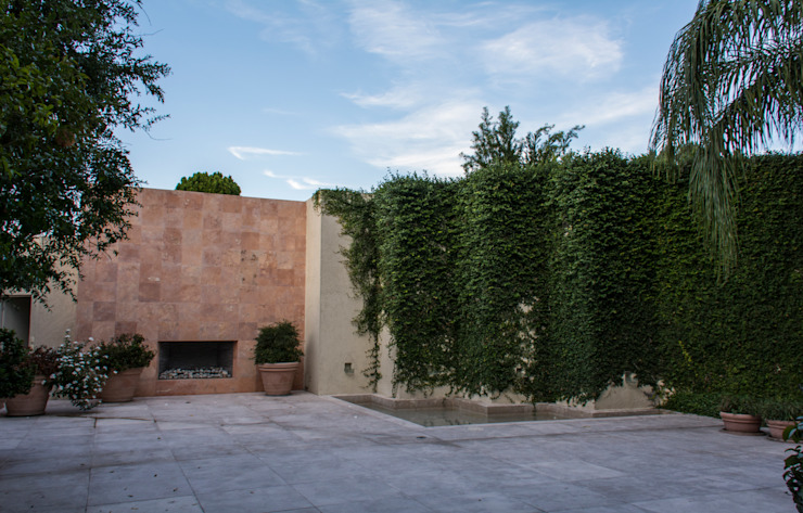 Eclectic style garden by CH Proyectos Eclectic