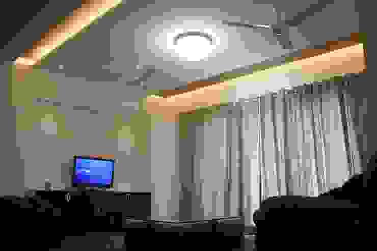 Apartment Modern living room by Amith Gajool Design Modern