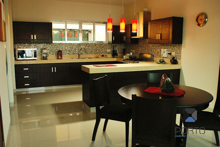現代廚房設計點子、靈感&圖片 根據 PORTO Arquitectura + Diseño de Interiores 現代風