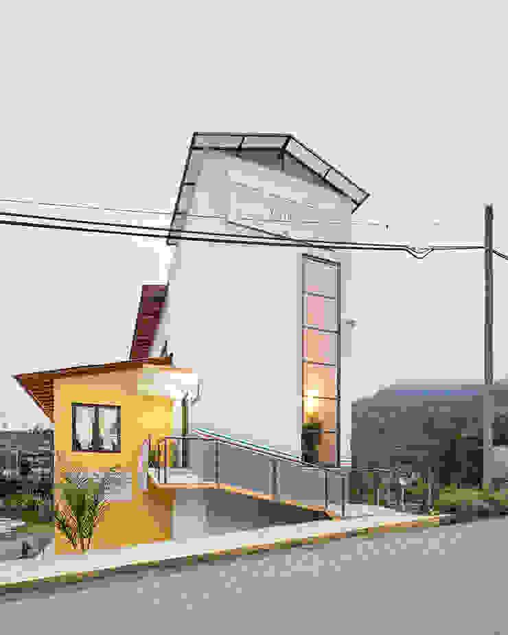 Casa de la mujer indígena 1 Espacios comerciales de estilo clásico de Komoni Arquitectos Clásico Vidrio