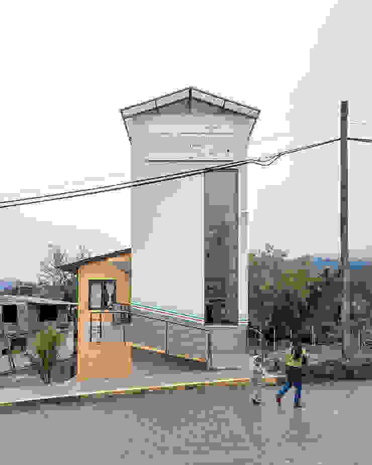 Casa de la mujer indígena 4 Espacios comerciales de estilo clásico de Komoni Arquitectos Clásico Vidrio