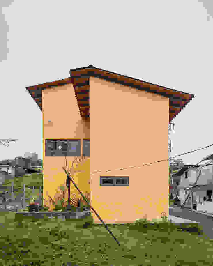 Casa de la mujer indígena 5 Espacios comerciales de estilo clásico de Komoni Arquitectos Clásico Vidrio