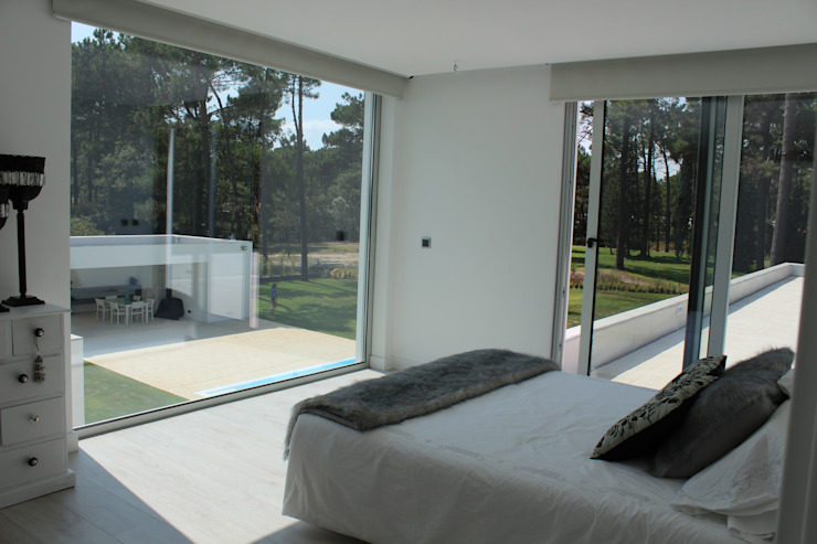 Bedroom by Miguel Ferreira Arquitectos,