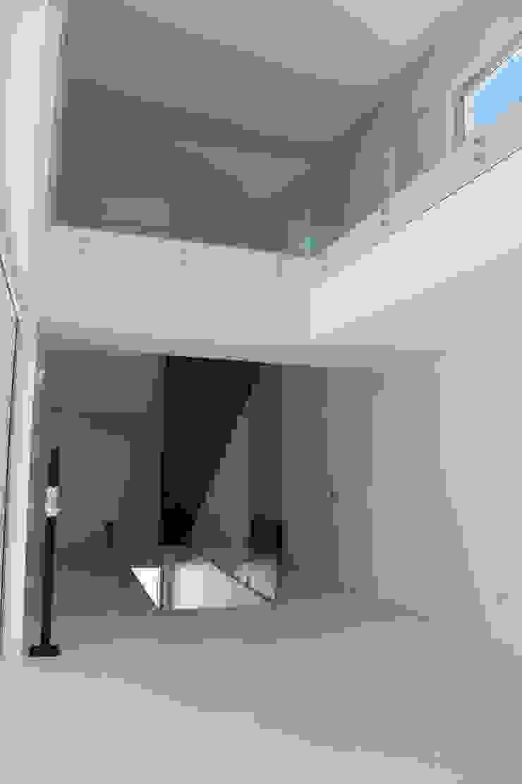 Koridor & Tangga Modern Oleh Miguel Ferreira Arquitectos Modern