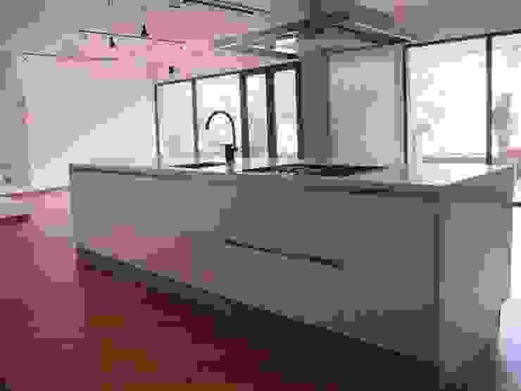 APTO MEJIA – MORA Cocinas modernas de unouno estudio Moderno