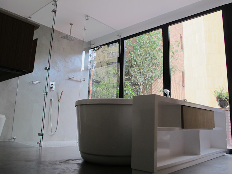 Modern Bathroom by unouno estudio Modern