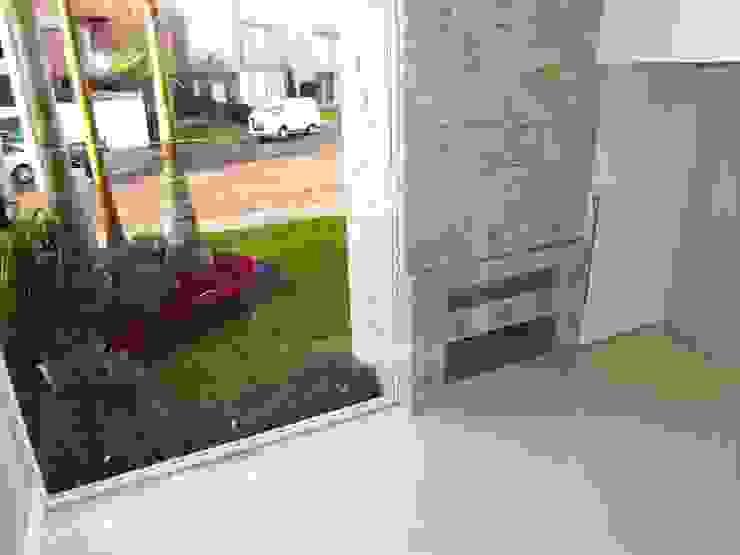 Minimalist style garden by Cipriani Arquitetura e Construção Minimalist