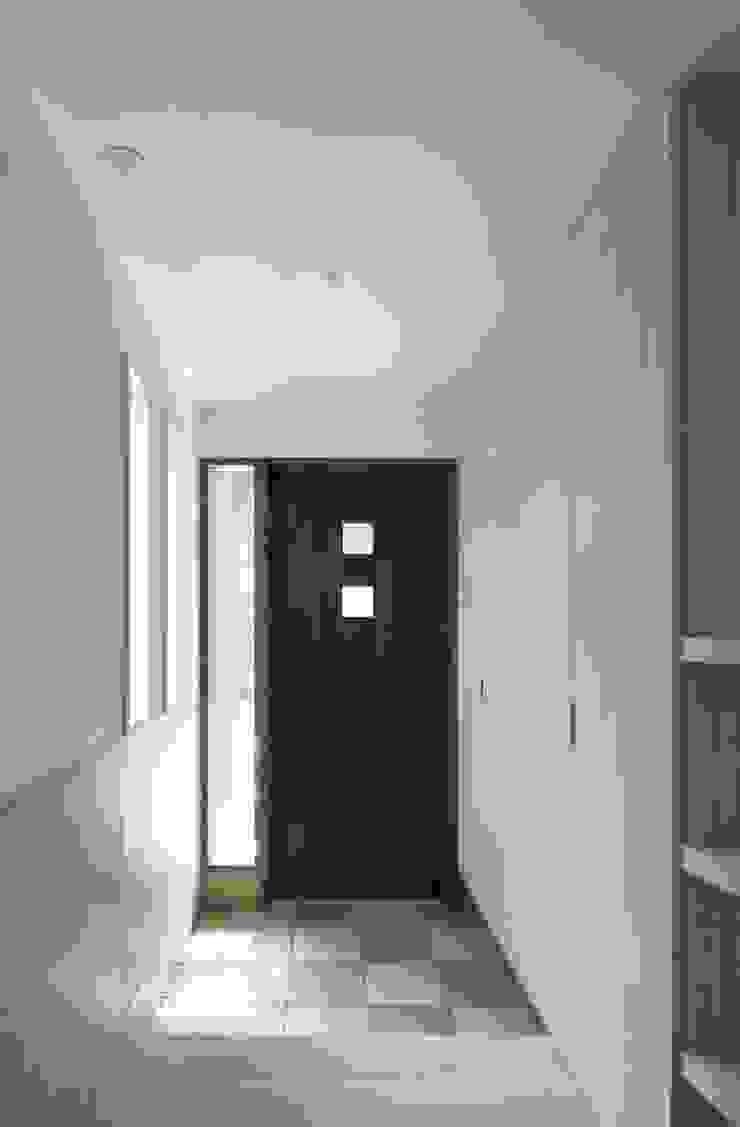 株式会社エキップ Modern Corridor, Hallway and Staircase