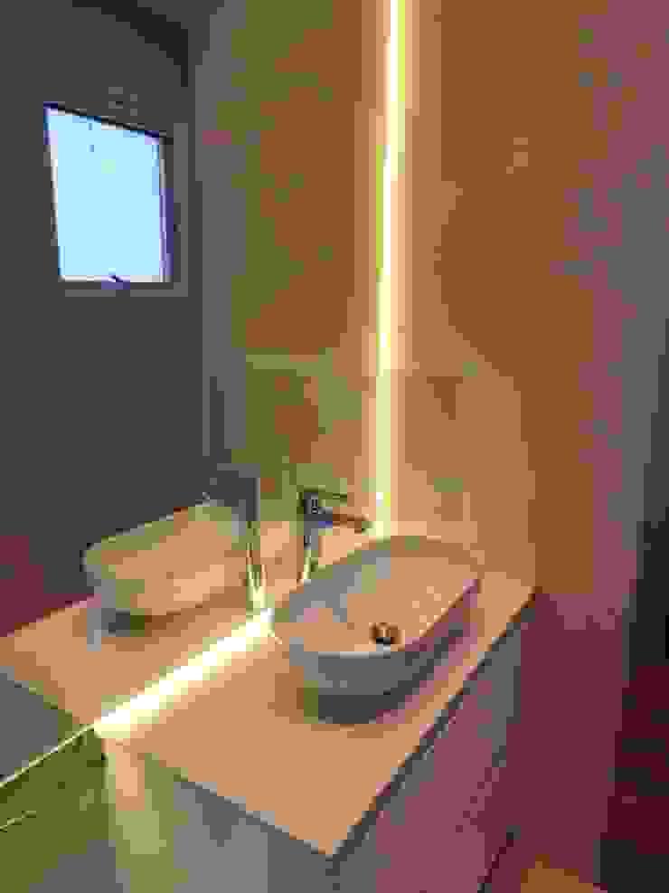 Casa J1 Casas de banho minimalistas por Cipriani Arquitetura e Construção Minimalista