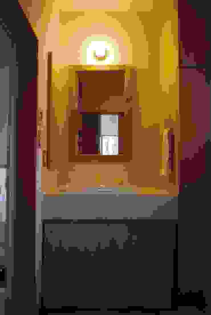 Modern Bathroom by 株式会社 atelier waon Modern