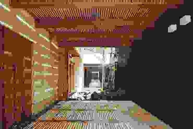 路地のある寺内町の家 モダンデザインの テラス の 一級建築士事務所 有限会社NEOGEO(ネオジオ) モダン