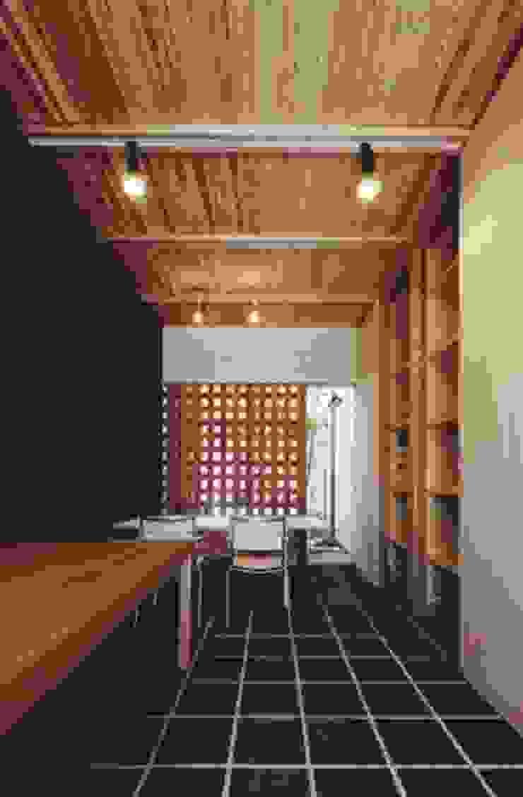 路地のある寺内町の家 モダンデザインの ダイニング の 一級建築士事務所 有限会社NEOGEO(ネオジオ) モダン