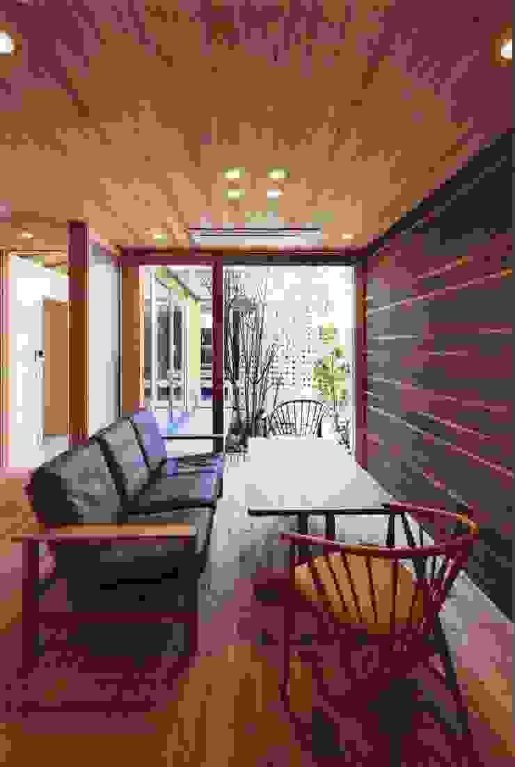 高殿の家 モダンデザインの リビング の 一級建築士事務所 有限会社NEOGEO(ネオジオ) モダン