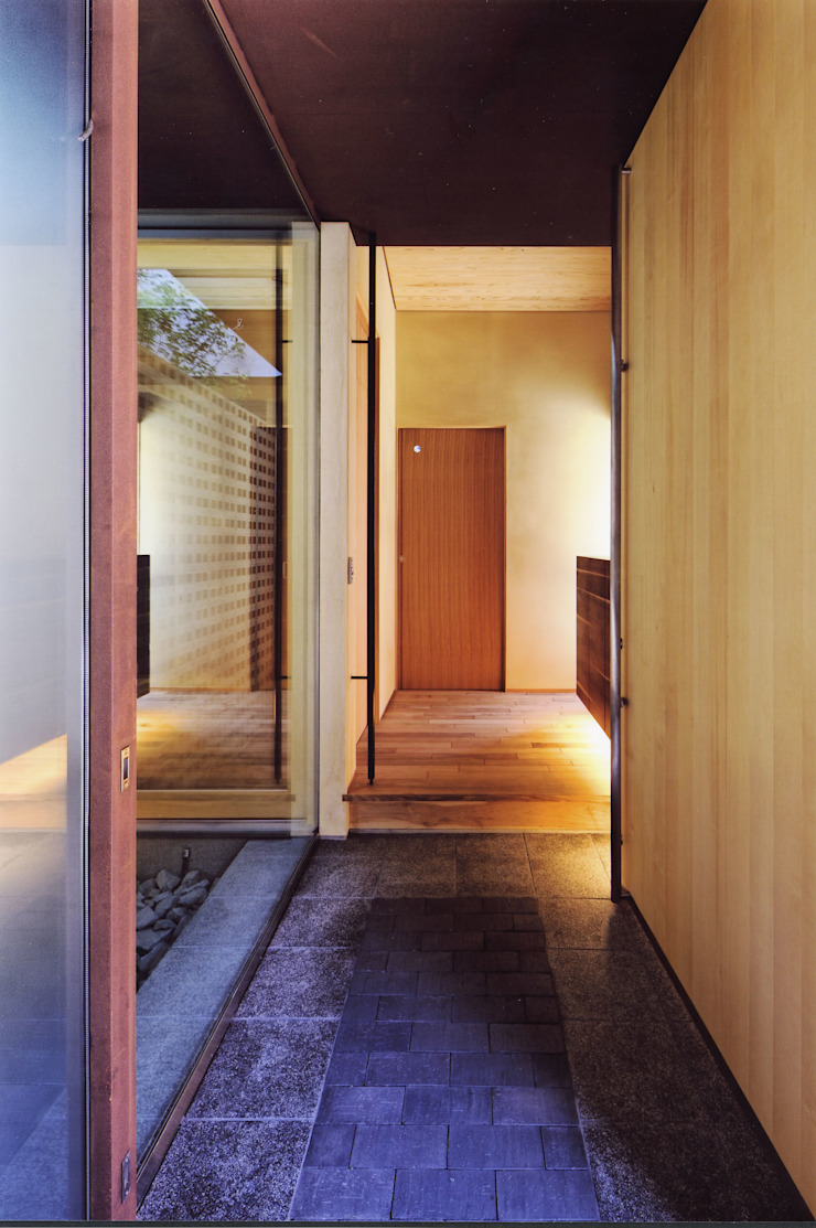 高殿の家 モダンスタイルの 玄関&廊下&階段 の 一級建築士事務所 有限会社NEOGEO(ネオジオ) モダン
