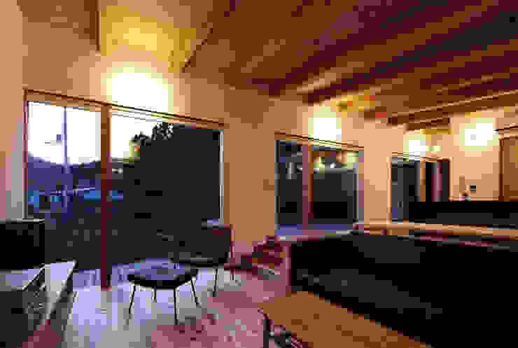 出石町の家 モダンデザインの リビング の 一級建築士事務所 有限会社NEOGEO(ネオジオ) モダン