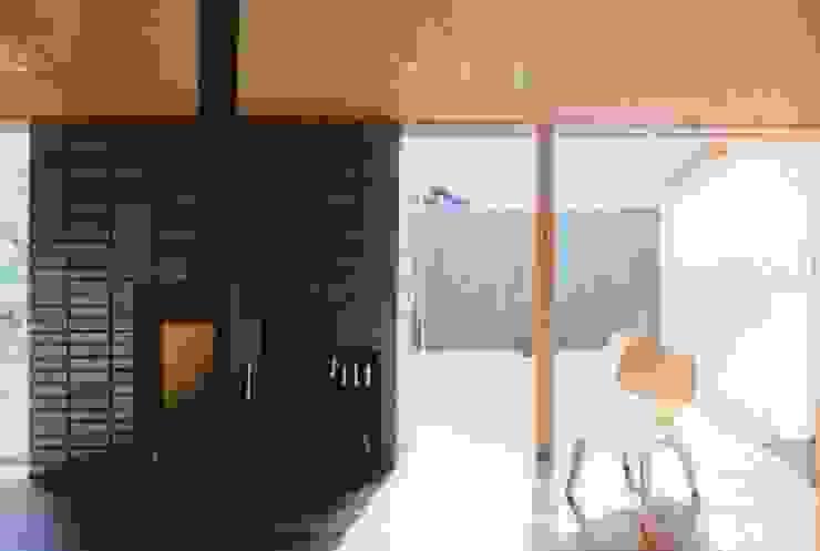 路地のある寺内町の家 モダンデザインの リビング の 一級建築士事務所 有限会社NEOGEO(ネオジオ) モダン