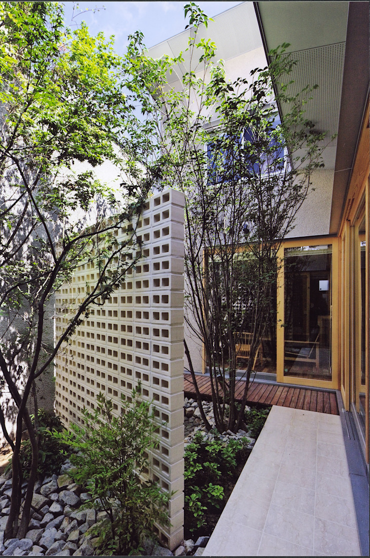 高殿の家 モダンな庭 の 一級建築士事務所 有限会社NEOGEO(ネオジオ) モダン