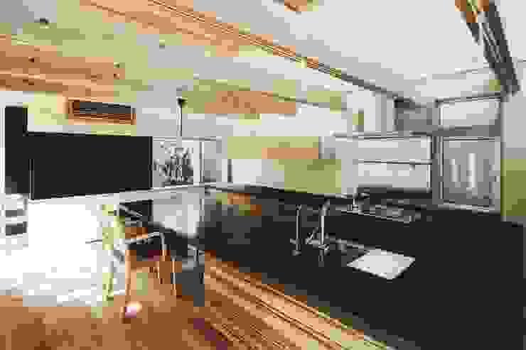 路地のある寺内町の家: 一級建築士事務所 有限会社NEOGEO(ネオジオ)が手掛けたキッチンです。,モダン