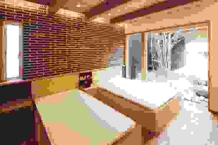 路地のある寺内町の家 モダンスタイルの寝室 の 一級建築士事務所 有限会社NEOGEO(ネオジオ) モダン