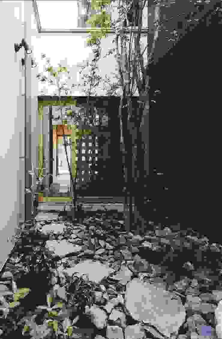 路地のある寺内町の家 モダンな庭 の 一級建築士事務所 有限会社NEOGEO(ネオジオ) モダン