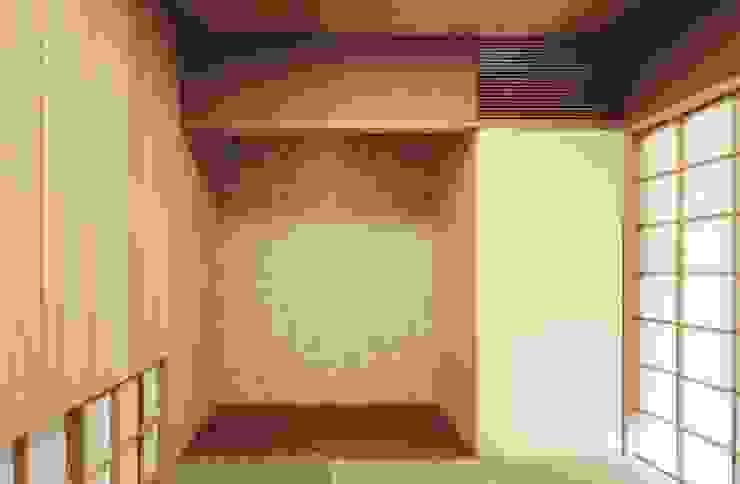 路地のある寺内町の家 モダンな 壁&床 の 一級建築士事務所 有限会社NEOGEO(ネオジオ) モダン