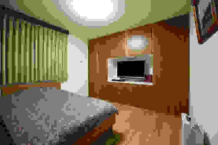 月の耀う家 モダンスタイルの寝室 の 港設計一級建築士事務所 モダン