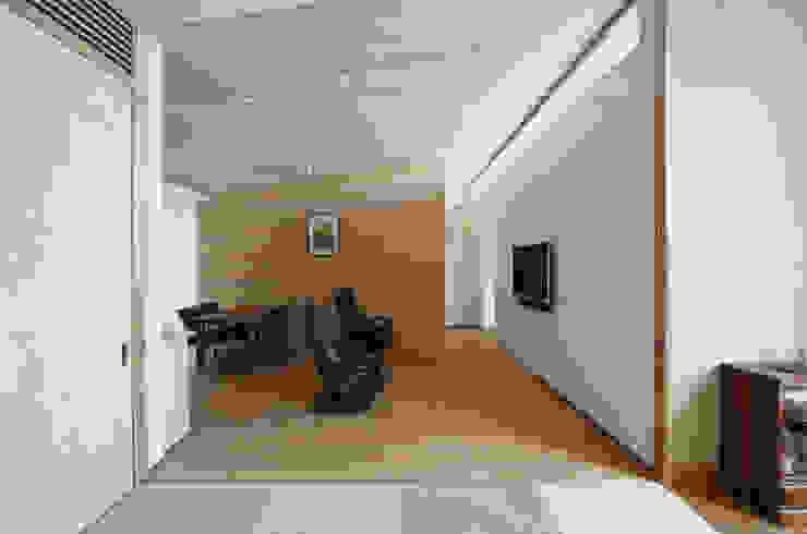月の耀う家 モダンデザインの リビング の 港設計一級建築士事務所 モダン
