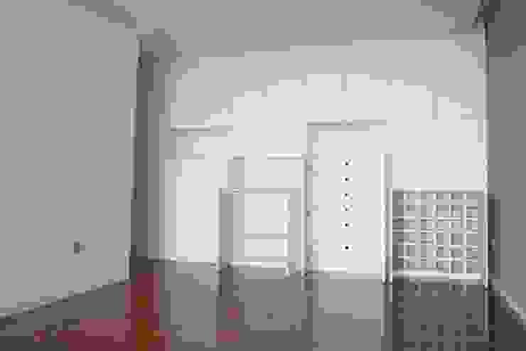 Living room by bkx arquitectos, Minimalist