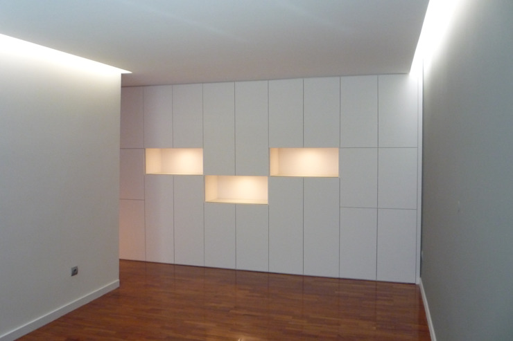 Apartamento no Porto Salas de jantar minimalistas por bkx arquitectos Minimalista