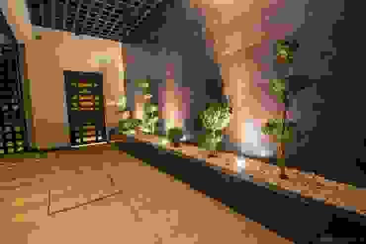 Couloir, entrée, escaliers modernes par Cenit Arquitectos Moderne