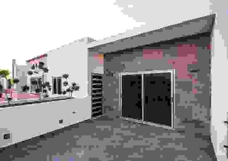 Casa AT Cenit Arquitectos Balcones y terrazas modernos