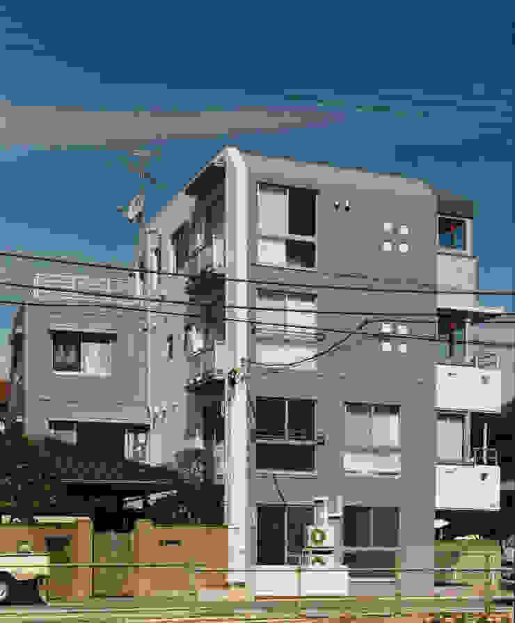 N邸+賃貸集合住宅・メインファサード オリジナルな 家 の プランニングシステム株式会社 オリジナル 綿 赤色