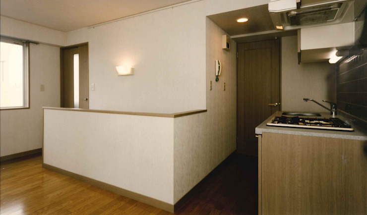 N邸+賃貸集合住宅 オリジナルスタイルの 玄関&廊下&階段 の プランニングシステム株式会社 オリジナル 合成繊維 ブラウン
