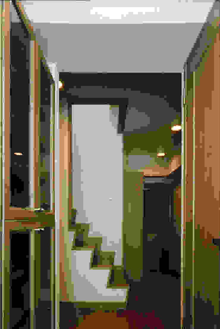 N邸+賃貸集合住宅 オリジナルスタイルの 玄関&廊下&階段 の プランニングシステム株式会社 オリジナル 合板(ベニヤ板)