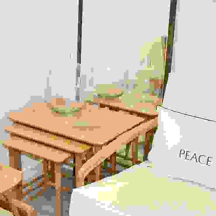 Espacios y Muebles by MO Mobiliario Objetos MO LivingsTaburetes y sillas